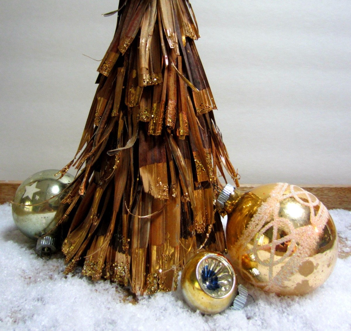 Glittered Palm Frond Christmas Tree Tutorial