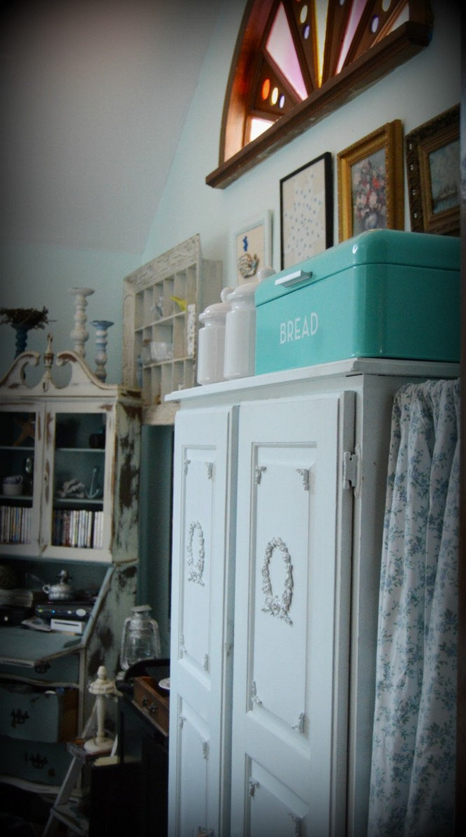 Shabby Kitchen Pantry Redo